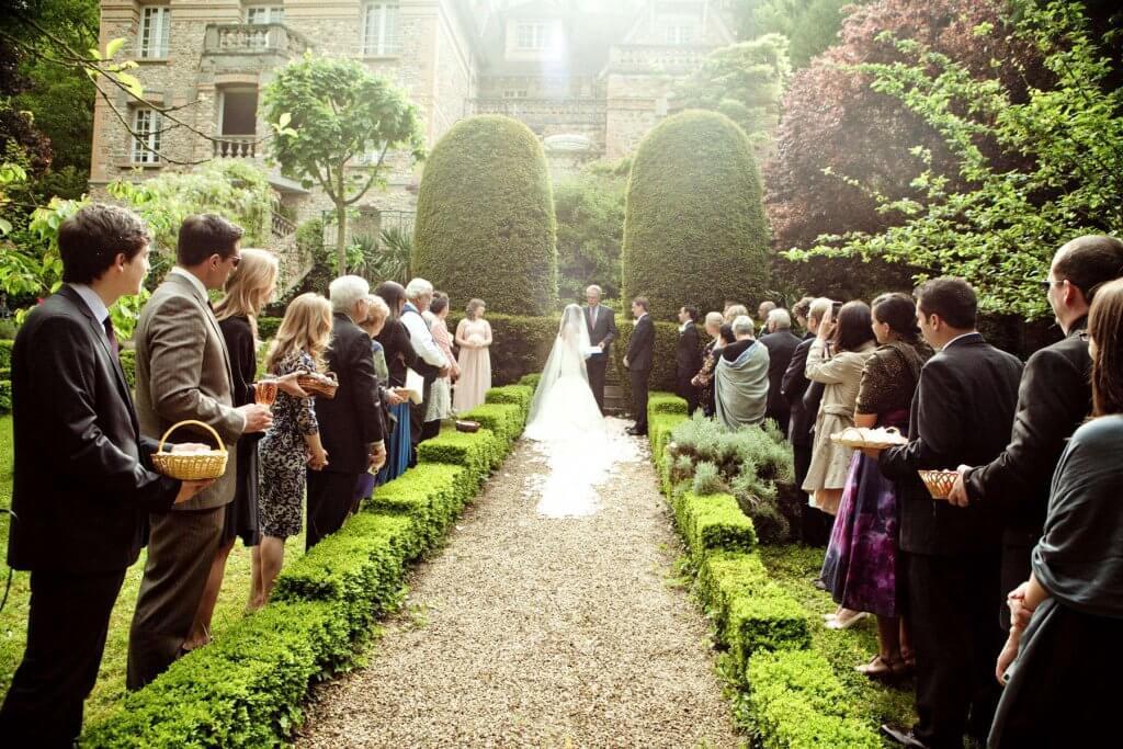 Ślubne przyjęcie na świeżym powietrzu