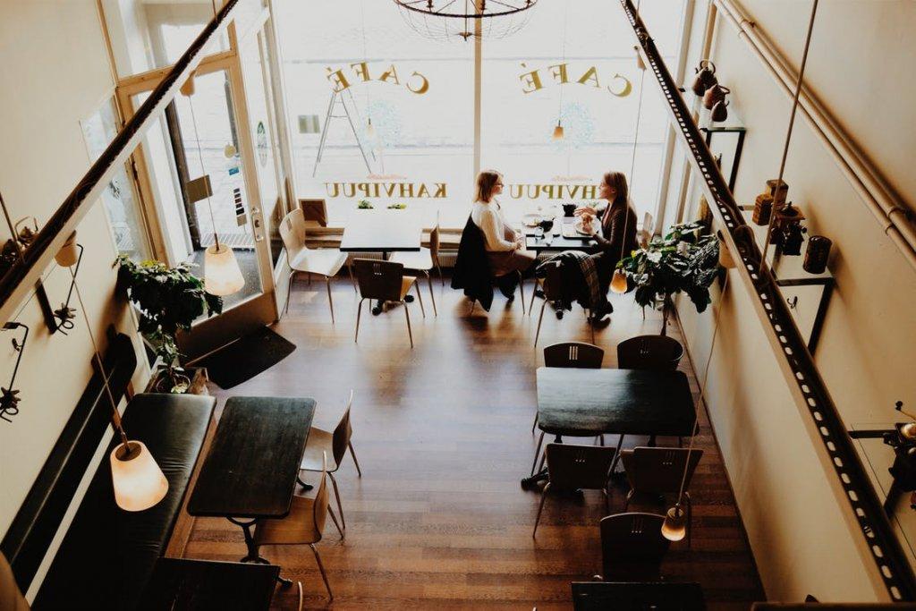 Modna kawiarnia – pomysły na wystrój