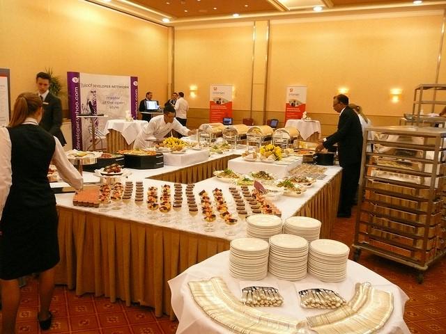 Catering, czyli jak sprawić, by goście byli zadowoleni i polecili naszą firmę?