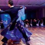 para tańcząca na podłodze składanej