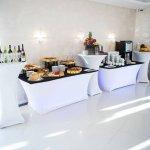 stoły cateringowe z obrusami